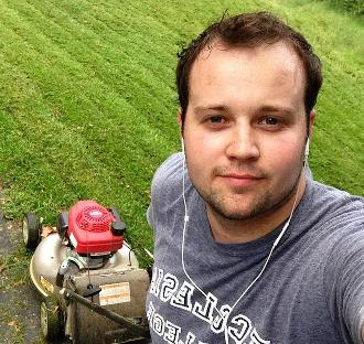 At first I thought what Josh Duggar did was wrong. Then I looked up his picture. Holy Christ, who WOULDN'T want to be molested by those dreamy eyes and pouty lips?!